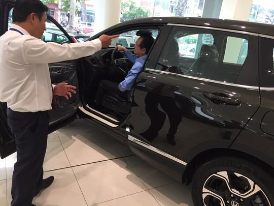 Thị trường ô tô ảm đạm, nhiều ưu đãi bị cắt giảm - Ảnh 1.
