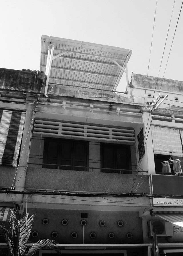 Nằm nghe nắng mưa qua những ô cửa đa sắc của ngôi nhà độc đáo ở Quận 3 Sài Gòn - Ảnh 3.