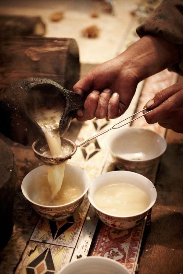 Trà bơ - thức uống phải đi gần 4.000 km mới đến nơi, giúp người Tây Tạng tồn tại hàng ngàn năm giữa cao nguyên lạnh giá - Ảnh 3.