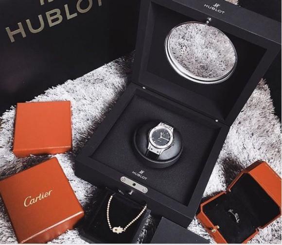 Ngoài chiếc Hublot hơn 400 triệu sắm để chơi Tết, BST đồng hồ đáng mơ ước của HH Kỳ Duyên còn có những gì? - Ảnh 2.
