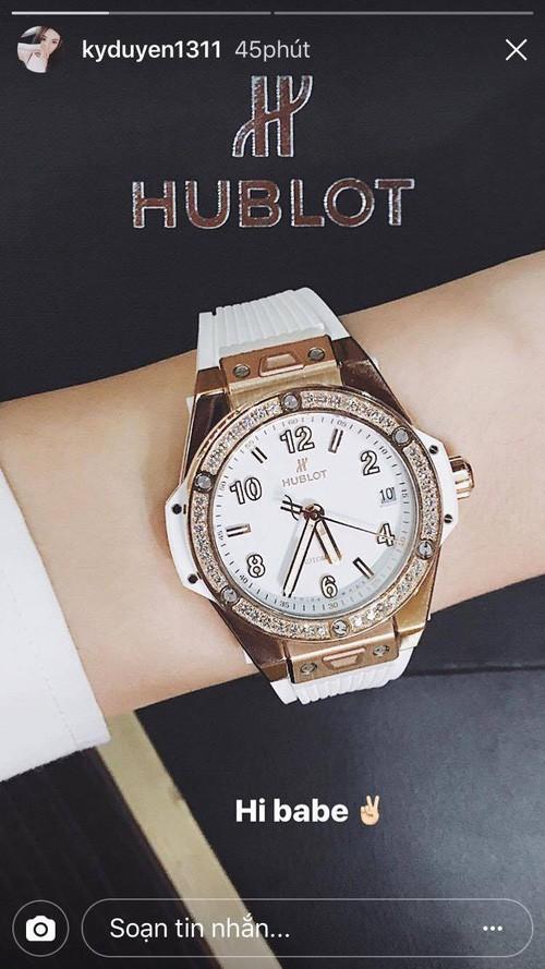 Ngoài chiếc Hublot hơn 400 triệu sắm để chơi Tết, BST đồng hồ đáng mơ ước của HH Kỳ Duyên còn có những gì? - Ảnh 4.