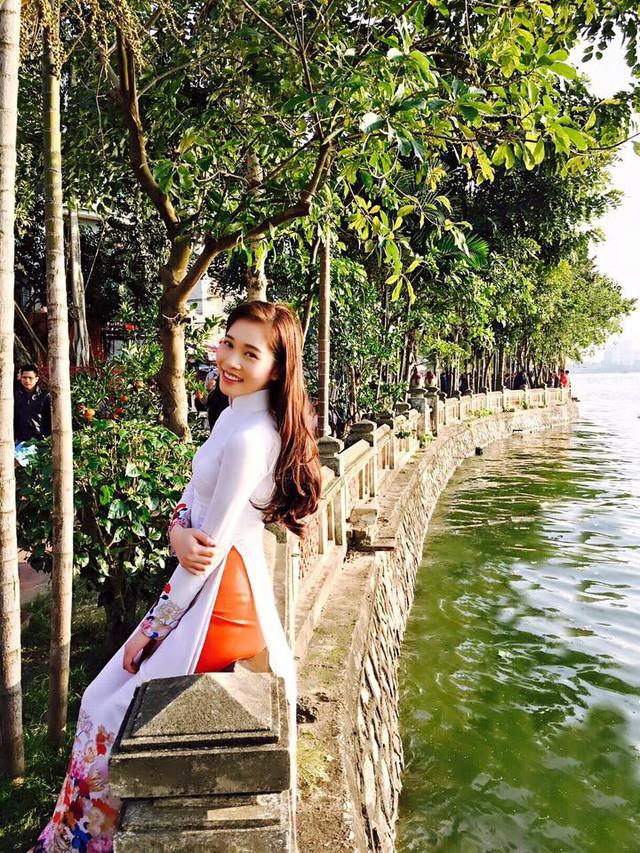 Nhan sắc đáng ghen tị của cô bạn gái xinh đẹp trẻ trung của Shark Hưng - Ảnh 2.