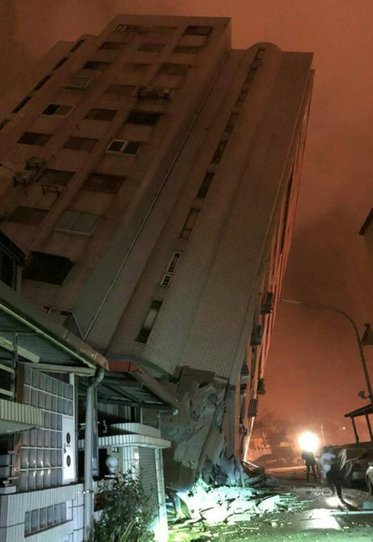 Động đất kinh hoàng ở Đài Loan, hơn 100 người thương vong - Ảnh 1.