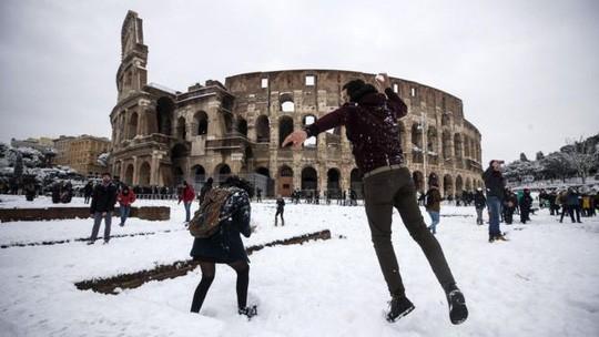 Châu Âu rúm ró dưới gót Quái vật phương Đông - Ảnh 3.