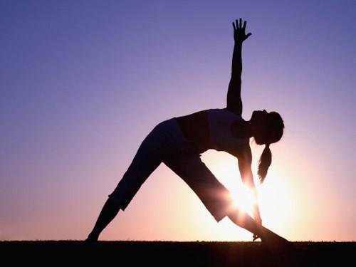 4 thói quen tai hại vào buổi sáng có thể khiến nhiều người mất đến 10 năm tuổi thọ - Ảnh 1.