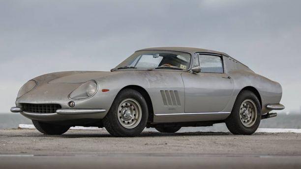 """Cặp siêu xe bị """"bỏ quên trong garage"""" 27 năm được bán giá hơn 3,5 triệu USD - Ảnh 2."""