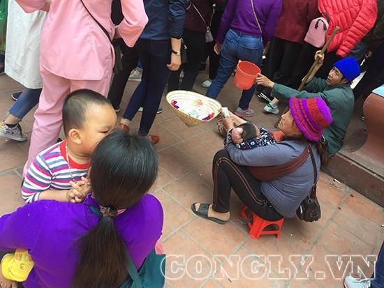 Cái bang đổ bộ đền Mẫu Đồng Đăng moi tiền du khách - Ảnh 3.