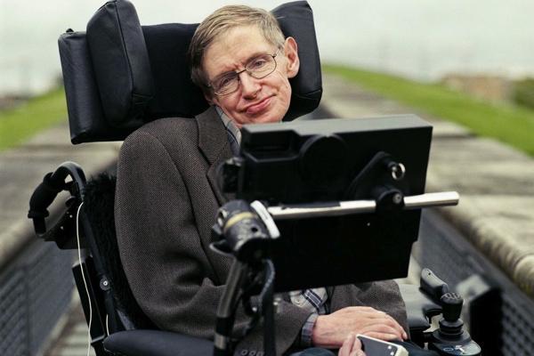 Stephen Hawking: Trí tuệ nhân tạo có thể là điều tồi tệ nhất trong lịch sử văn minh của nhân loại - Ảnh 1.