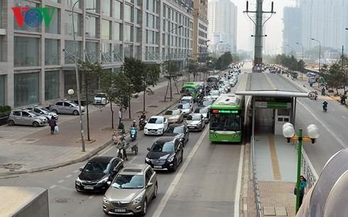 Hà Nội đang loay hoay với BRT? - Ảnh 1.