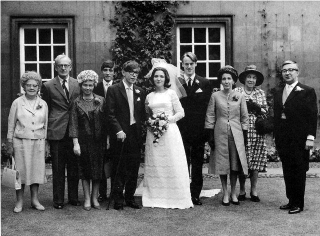 Chuyện tình cảm động của nhà vật lý thiên tài Stephen Hawking và người vợ đầu tiên: Khi tình yêu trở thành động lực vượt qua cả cái chết - Ảnh 2.