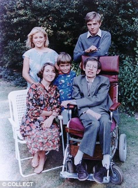 Chuyện tình cảm động của nhà vật lý thiên tài Stephen Hawking và người vợ đầu tiên: Khi tình yêu trở thành động lực vượt qua cả cái chết - Ảnh 3.