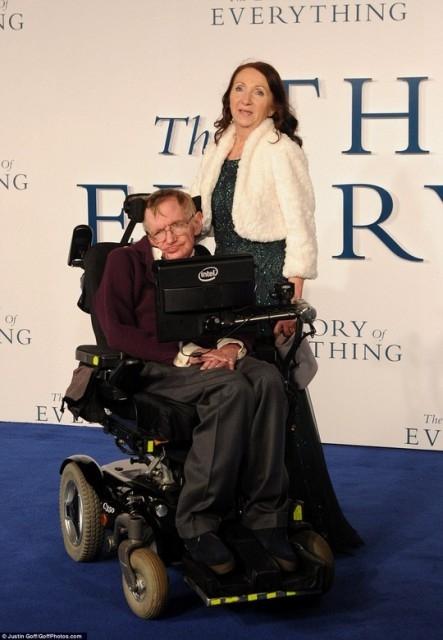 Chuyện tình cảm động của nhà vật lý thiên tài Stephen Hawking và người vợ đầu tiên: Khi tình yêu trở thành động lực vượt qua cả cái chết - Ảnh 1.