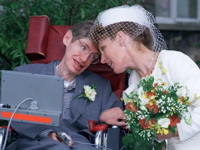 Stephen Hawking ra đi nhưng những điều ông nói đều là động lực truyền cảm hứng mỗi ngày... - Ảnh 3.