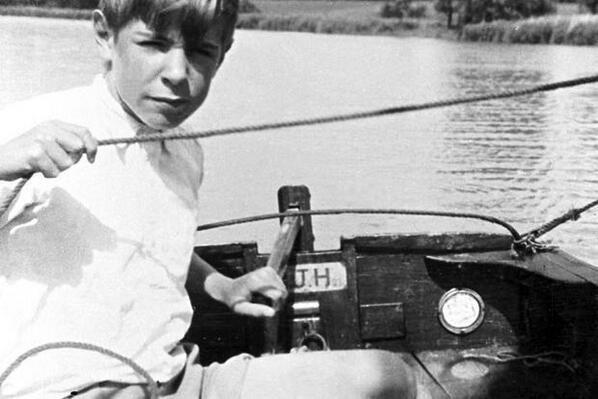 Những bức ảnh ít người biết tới về thời trẻ của giáo sư thiên tài Stephen Hawking - Ảnh 3.