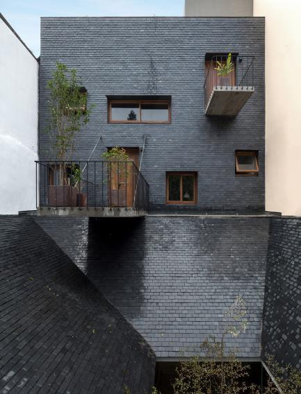 Ngôi nhà mang nét kiến trúc cổ Bắc Bộ xuất hiện lung linh trên báo ngoại - Ảnh 1.