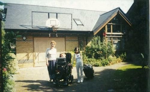 Gặp cô con gái nuôi người Việt của Stephen Hawking: Điều ngẫu nhiên tuyệt vời nhất trên đời là tôi được làm con của bố - Ảnh 12.
