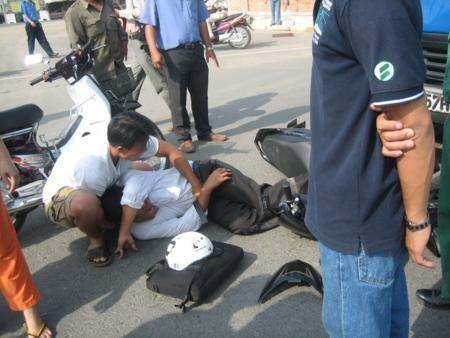 Sự tử tế tiếp nối chỉ trong một câu chuyện: Chở người bị thương đi cấp cứu đến nỗi máu dính đầy ghế, tài xế được người dân rửa xe miễn phí - Ảnh 4.