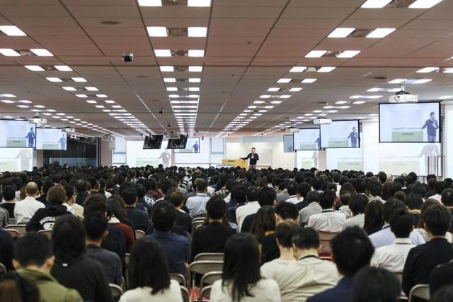 Nỗ lực Anh ngữ hóa ở Rakuten: Sếp tổng thiết quân luật buộc nhân viên phải dùng tiếng Anh, TOEIC trung bình toàn tập đoàn lên tới 802/990 - Ảnh 1.