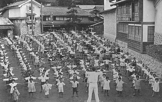 Lý do người Nhật sống lâu nhất thế giới: Suốt 90 năm toàn dân thực hiện đúng 1 bài tập thể dục quốc dân vào mỗi sáng! - Ảnh 2.