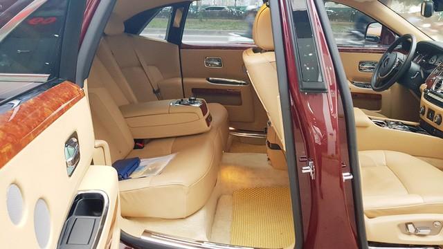 Cận cảnh Rolls-Royce Ghost biển ngũ quý 1 được rao bán lại giá 11,5 tỷ đồng - Ảnh 14.