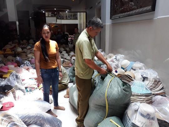 Phát hiện hàng trăm ngàn nón giả, nhập lậu từ Trung Quốc - Ảnh 4.