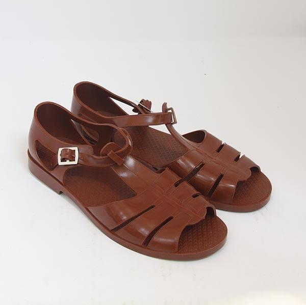 Mẫu sandal mới ra mắt của Gucci gây xôn xao mạng xã hội vì quá giống dép rọ bộ đội của Việt Nam - Ảnh 4.