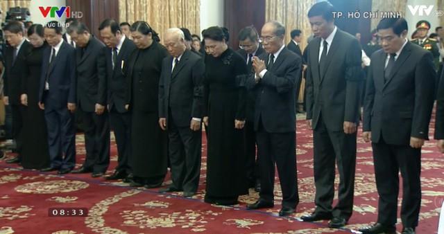 Nhiều đoàn lãnh đạo đến viếng cố Thủ tướng Phan Văn Khải tại Hội trường Thống Nhất - Ảnh 19.