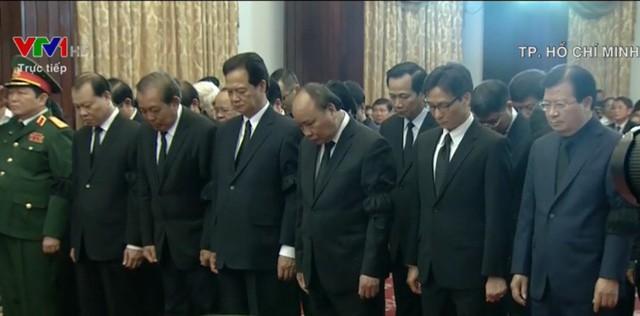 Nhiều đoàn lãnh đạo đến viếng cố Thủ tướng Phan Văn Khải tại Hội trường Thống Nhất - Ảnh 20.