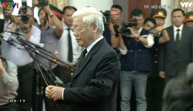 Nhiều đoàn lãnh đạo đến viếng cố Thủ tướng Phan Văn Khải tại Hội trường Thống Nhất - Ảnh 23.