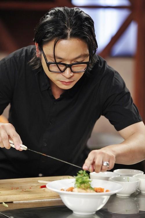 Phù thủy ẩm thực gốc Việt - Luke Nguyễn: 5 tuổi biết nấu ăn, 14 tuổi lăn lộn làm nhân viên bếp, 23 tuổi đã có nhà hàng cho riêng mình - Ảnh 2.