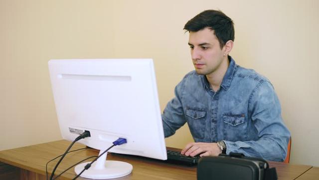 Nhân viên lầy nhất thế giới: đến công ty chỉ lướt Reddit và xem video mèo, lương hàng năm vẫn cả trăm ngàn USD - Ảnh 1.
