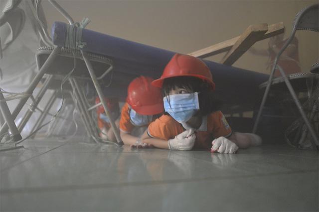 Cháy chung cư: Phải khắc cốt ghi tâm những kỹ năng thoát hiểm này bạn mới có thể kịp ứng phó khi tình huống cấp bách xảy ra  - Ảnh 3.