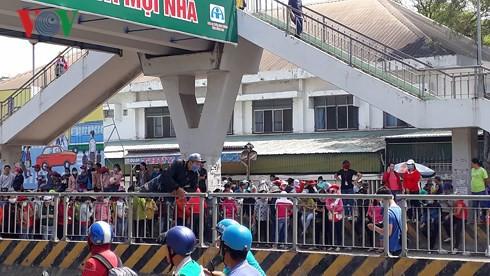 Hàng ngàn công nhân ở Đồng Nai ngừng việc phản đối thang lương mới  - Ảnh 1.
