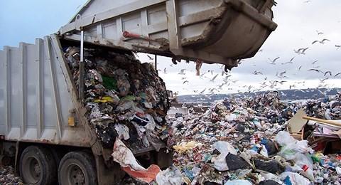 Trung Quốc ngừng nhập khẩu... rác của Mỹ, Washington và đồng minh hoảng hốt - Ảnh 1.