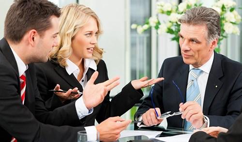 5 việc cần làm khi sếp thường xuyên bốc hỏa với bạn - Ảnh 2.
