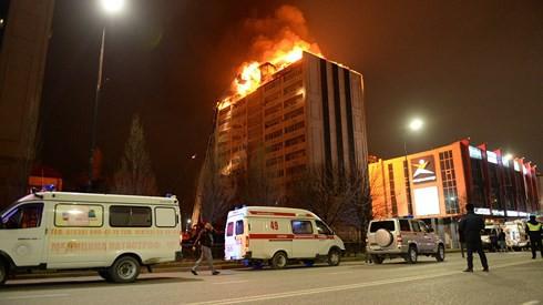 Thêm vụ cháy nhà cao tầng ở Nga: 200 người sơ tán khẩn cấp - Ảnh 1.