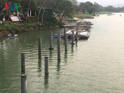 Ý kiến trái chiều về dự án đường đi bộ bằng gỗ lim trên sông Hương - Ảnh 1.