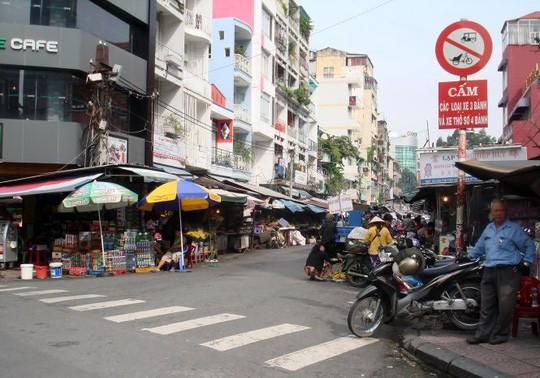 TP HCM vẫn chưa giải tỏa được chợ Tôn Thất Đạm - Ảnh 1.