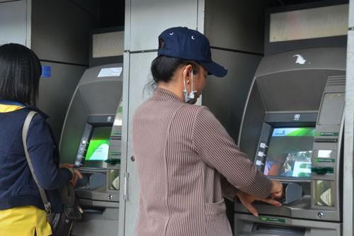 Trẻ 15 tuổi được mở thẻ ngân hàng - Ảnh 1.