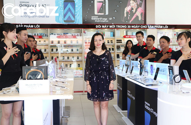 Bí quyết trở thành nhà bán lẻ hiệu quả nhất Việt Nam của FPT Shop: Sales kiêm luôn công việc của anh kỹ thuật, chị kế toán, mỗi nhân viên đem về 2,2 tỷ đồng doanh thu - Ảnh 2.