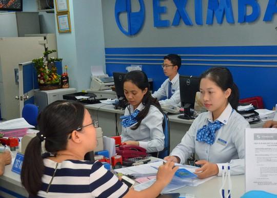 Khách hàng bị chiếm đoạt 245 tỉ đồng: Eximbank vẫn chần chừ - Ảnh 2.