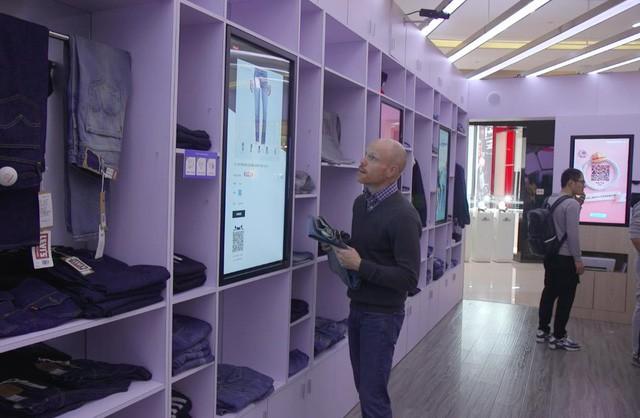 """Jack Ma tham vọng nắm người tiêu dùng """"trong lòng bàn tay"""" nhờ công nghệ và mô hình bán lẻ cách mạng: New Retail - Ảnh 1."""