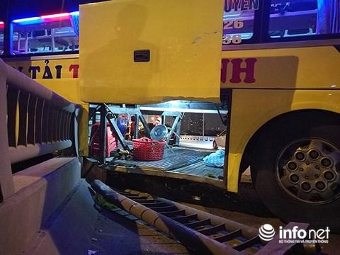 Hà Nội: Xe khách gây tai nạn đường trên cao lúc đêm khuya, hành khách hoảng loạn - Ảnh 6.