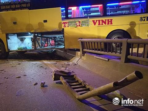 Hà Nội: Xe khách gây tai nạn đường trên cao lúc đêm khuya, hành khách hoảng loạn - Ảnh 7.
