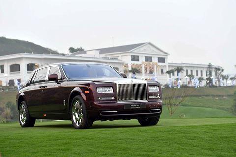 Ông trùm Rolls-Royce Đoàn Hiếu Minh đích thân giới thiệu những tiện ích tuyệt vời của siêu xe Phantom thế hệ VI được trưng bày tại sân FLC Hạ Long Golf - Ảnh 1.
