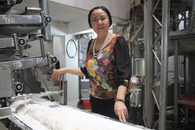 Từ cấy thuê đến bán thịt heo, trải qua 3 lần sạt nghiệp, người phụ nữ đất Bắc xây dựng thương hiệu bún lớn nhất Sài Gòn trị giá 100 tỷ đồng - Ảnh 2.