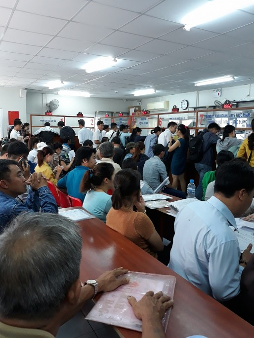 Quận 9 (TP.HCM): Người dân đổ xô đi đăng ký hồ sơ hành chính liên quan về đất đai - Ảnh 2.