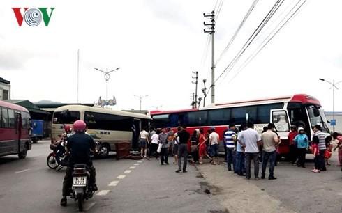 Quảng Ninh: 2 xe khách đâm nhau, 14 người bị thương - Ảnh 1.
