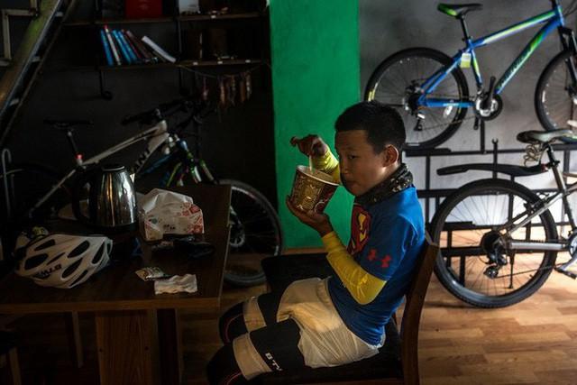 Ông bố của năm, quyết rủ cậu con trai cùng đạp xe hơn 2000km để thử thách lòng kiên trì - Ảnh 11.