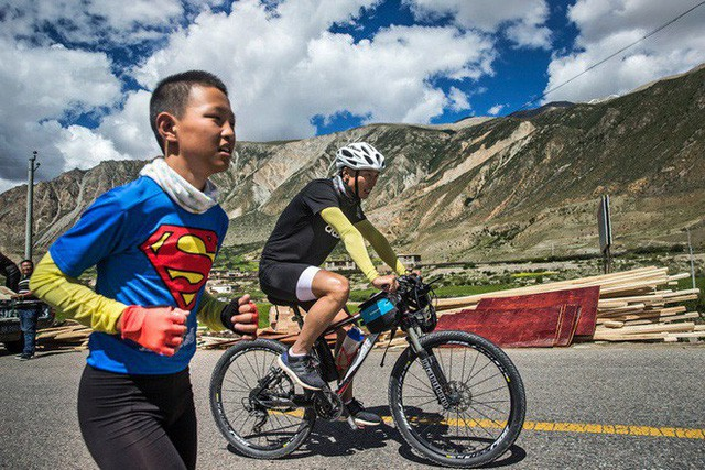 Ông bố của năm, quyết rủ cậu con trai cùng đạp xe hơn 2000km để thử thách lòng kiên trì - Ảnh 12.